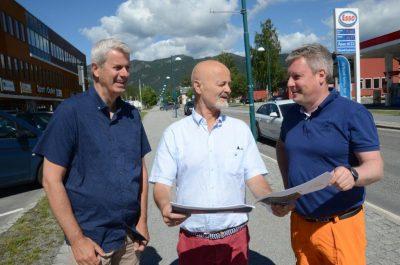 NYTT LØFT: Fv. Øistein Lindmark i Nyli AS, Geir Vidme fra Olav Thon Eiendom og Krstian Akervold fra Flå Vekst. FOTO: Arne Olav Lindahl / Hallingdølen